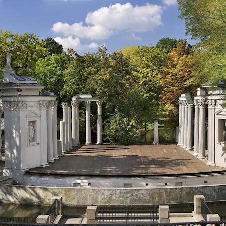 Amfiteatr łazienki Królewskie W Warszawie Spacerownik